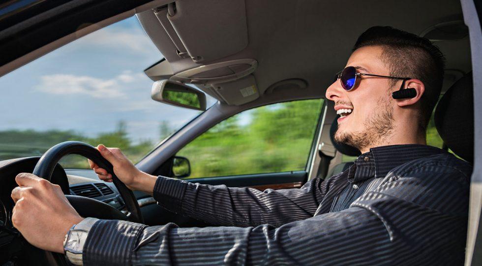 como realizar automaticamente llamadas con manos libres en el automovil