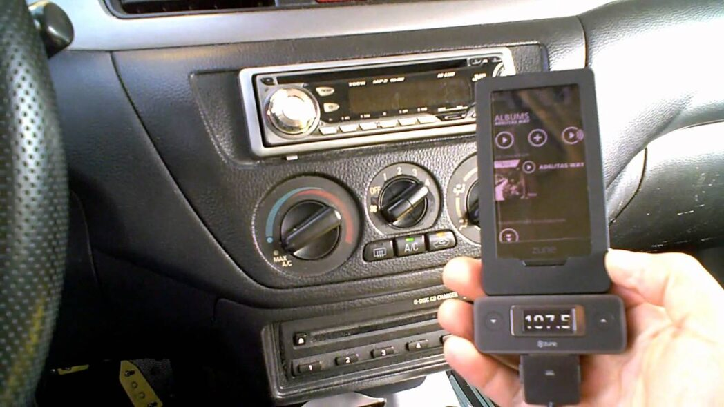 conecte su telefono movil o reproductor mp3 al estereo de su automovil para escuchar musica en su automovil