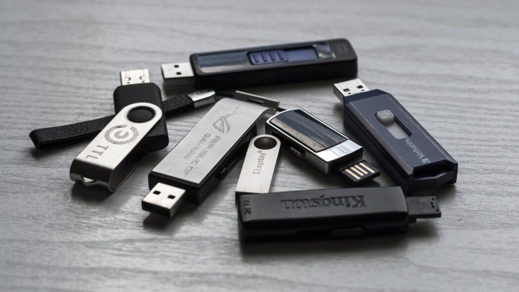 instale los programas portatiles mas importantes en una memoria usb